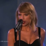 "Taylor Swift Performs ""Out of the Woods"" & ""Shake It Off"" (Live On The Jimmel Kimmel Show)."